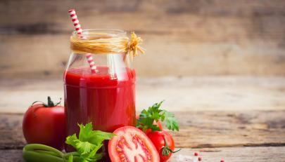 Soupe de tomates froide au basilic
