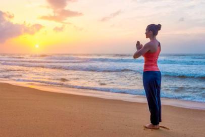 Yoga : la Salutation au Soleil (Surya Namaskar)